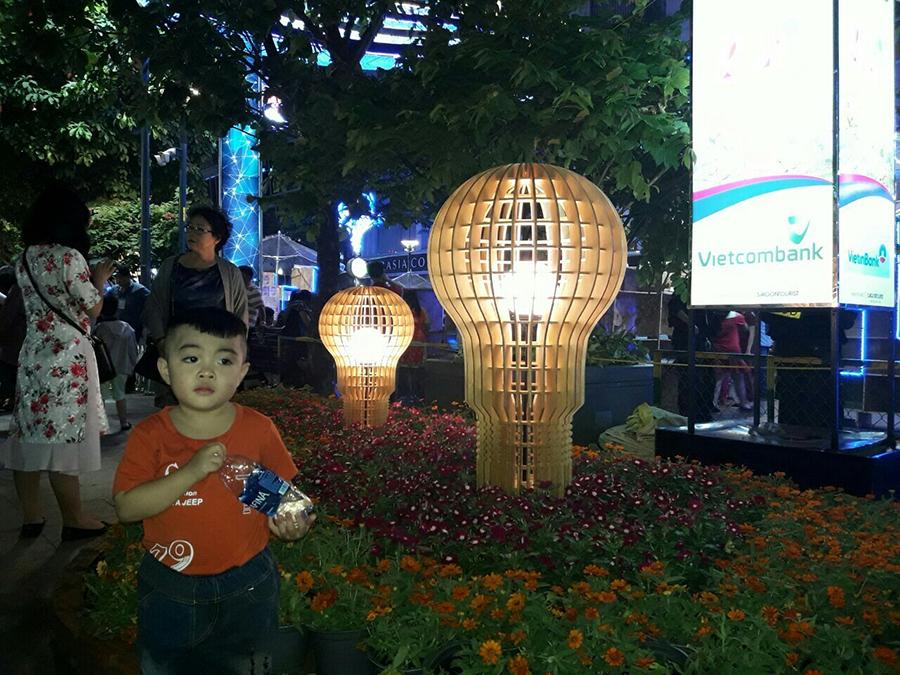 Thế Giới Đèn Gỗ - Dự án đường hoa Nguyễn Huệ Quận 1 2018 - 4