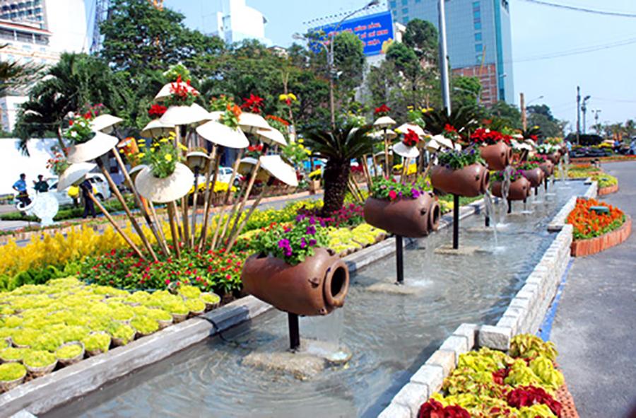 Thế Giới Đèn Gỗ - Dự án đường hoa Nguyễn Huệ Quận 1 2018 - 6