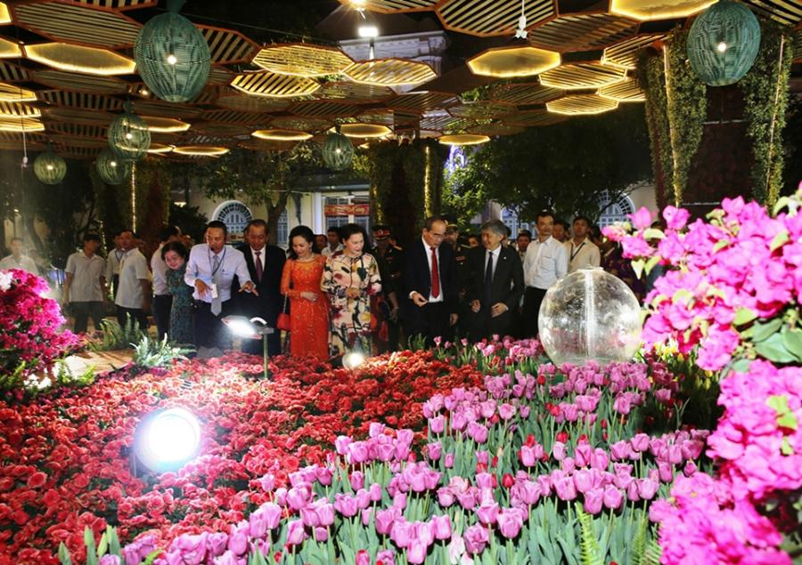 Thế Giới Đèn Gỗ - Dự án đường hoa Nguyễn Huệ Quận 1 2018 - 7