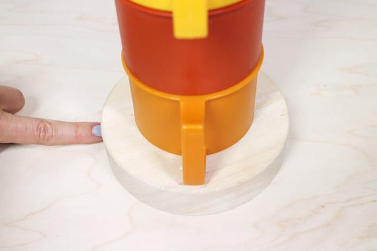 Thế Giới Đèn Gỗ - Hướng dẫn tự làm đèn bàn từ những chiếc ly nhựa cực đẹp 17