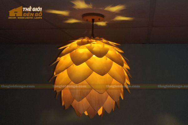 Thế Giới Đèn Gỗ - Đèn gỗ trang trí Atiso cánh nhọn 1