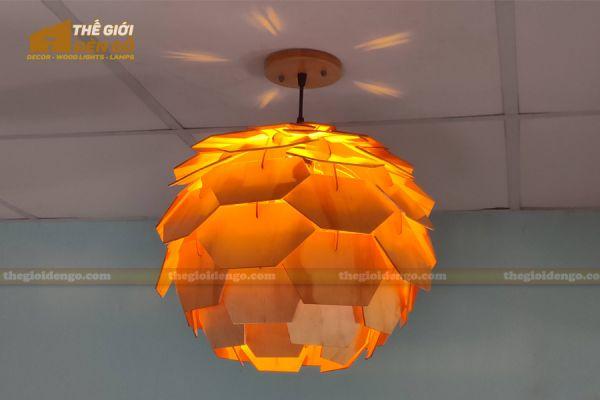 Thế Giới Đèn Gỗ - Đèn gỗ trang trí Atiso cánh vuông 9