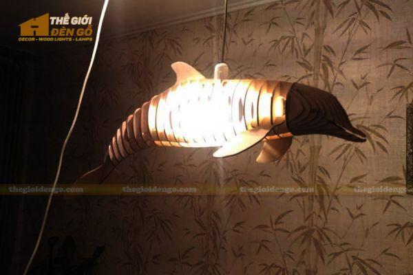 Thế Giới Đèn Gỗ - Đèn gỗ trang trí cá heo