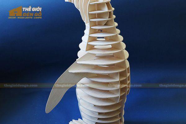 Thế giới đèn gỗ - Đèn gỗ trang trí con chim cánh cụt 1