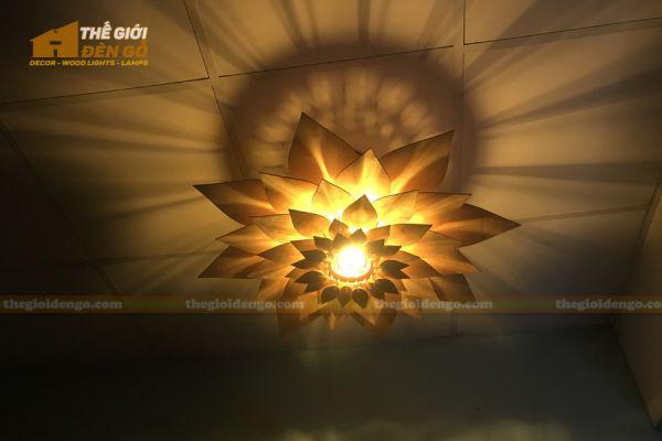 Thế Giới Đèn Gỗ - Đèn gỗ trang trí hoa súng 2