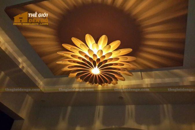 Thế Giới Đèn Gỗ - Đèn gỗ trang trí hoa cúc.